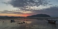 Sunrise (Thomas Mülchi) Tags: 2018 phuketisland thailand island phuket dawn sunrise daybreak sea sand sky clouds 21 boat longtailboat sun lowtide tambonrawai changwatphuket th