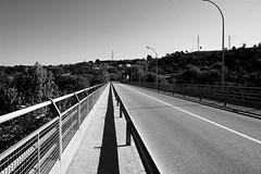 El puente sobre el Ripoll (Lograi) Tags: sabadell barcelona cataluña catalunya catalonia españa espanya spain puente bridge bw blancoynegro byn blackandwhite blackwhite bn geoetiquetada geotagged