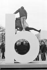 2Bseen (onemanifest) Tags: film analog blackwhite monochrome minoltaxd7 ilforddelta400 minoltamdrokkor85mm117 iamsterdam posing letter tourists