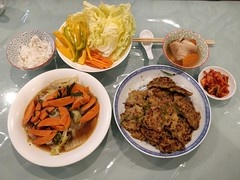 Aunt Lee Geok's minced pork and pumpkin patties, pork bone soup, Chinese cabbage and kimchi for wrapping (avlxyz) Tags: fb dinnerathome bulgogi kimchi