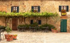 Monteriggioni (Jolivillage) Tags: jolivillage village borgo pueblo monteriggioni toscane tuscany toscana italie italia italy europe europa old picturesque geotagged ristorante restaurant maison house casa