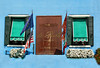 Burano (Jolivillage) Tags: jolivillage village borgo pueblo île island isola burano venise venezia venice vénétie veneto italie italia italy europe europa fenêtres windows finestre fleurs flowers drapeaux flags picturesque geotagged bandiere