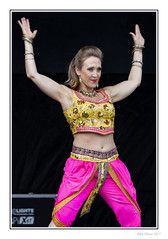 Hands-Up (Seven_Wishes) Tags: newcastleupontyne newcastlemela mela2017 canoneos5dmarkiv canonef100400mmf4556lisii photoborder people portraits candid dance music entertainers entertainment multicultural asian bollywood candidportraits culture cultural festival musicfestival culturalfestival pakistani bengali indian southasiancultures croptop belly bangles