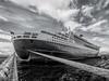 Queen Mary 2 (something red) (D. W.) Tags: qm2 queenmary2 cunard whitestarline trondheim norwegen scandinavien nordmeer nordatlantik shipcruise kreuzfahrt cruiseline norway hafen