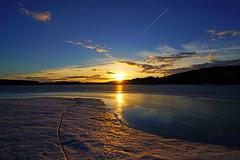 The last sunbeams reflecting in Mozhaysk Reservoir, Russia (Andrey Sulitskiy) Tags: mozhaysk russia россия можайск