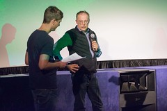 Das Kartenhaus Kollektiv stiftet den Max-Bresele-Gedächtnispreis für einen politisch relevanten Film im Deutschen Wettbewerb. Der Preis geht an TIEFENSCHÄRFE von Mareike Bernien und Alex Gerbaulet.