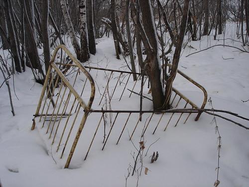 Кровать в снегу ©  ayampolsky