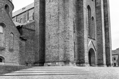 Denmark - Roskilde - Cathedral (Marcial Bernabeu) Tags: marcial bernabeu bernabéu denmark danmark dinamarca danish scandinavia danes danés danesa escandinavia monochrome monocromo cathedral catedral roskilde bricks ladrillo architecture arquitectura steps escalones domkirke