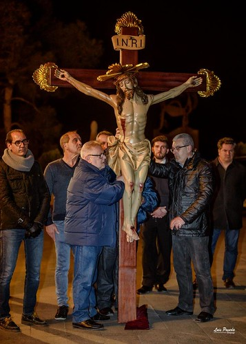 """(2018-03-23) - IX Vía Crucis nocturno - Luis Poveda Galiano (15) • <a style=""""font-size:0.8em;"""" href=""""http://www.flickr.com/photos/139250327@N06/26175428657/"""" target=""""_blank"""">View on Flickr</a>"""