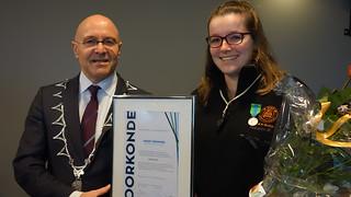 Mandy Pennings uit Schijndel ontvangt eerste jeugdlintje Meierijstad