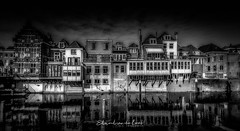 Gorinchem 2018 (EBoss Fotografie) Tags: gorinchem holland house netherlands street light outdoors water canal sky clouds canon architecture soe twop blackandwhite bw reflections