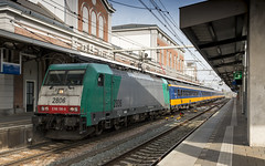NMBS 2806 with a IC Brussel train just arrived at Dordrecht (Nicky Boogaard) Tags: ns nmbs traxx bombardier bombardiertraxx e186 br186 sncb dutchrailways dmrailroad dmrailway icr icbrussel benelux dordrecht