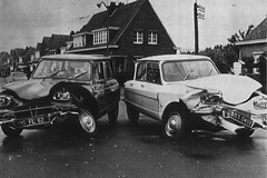 Citroën Ami 6 Berline + Citroën Ami 6 Break Revue ''L'Auto Journal'' 1972 (mugicalin) Tags: citroën citroëncar citroënclassic citroënami6 ami6 accident crashcar autojournal années70 1972 62 59 break stationwagon berline combi kombi 6303 dm tordu dissymétrique frenchcar classiccar twincylinder tweelingcilinder boxer boxermotor lineup lineups smallcar noir black blanc blackandwhite noiretblanc bw