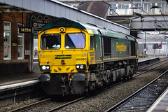 66585 - Nuneaton - 12/04/18. (TRphotography04) Tags: freightliner 66585 idles past nuneaton working 0900 willesden euroterminal crewe bas hall ssm