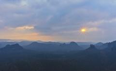 Sonnenaufgang Ostermontag (david_drei) Tags: sonnenaufgang sachsen sächsischeschweiz berg landschaft dresden allfreepicturesapril2018challenge landscape