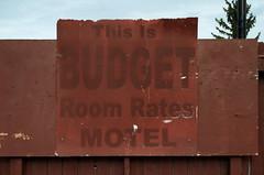 This is Budget Hotel Sign (Bracus Triticum) Tags: this is budget hotel sign fort macleod アルバータ州 alberta canada カナダ 11月 十一月 霜月 jūichigatsu shimotsuki frostmonth autumn fall 平成29年 2017 november
