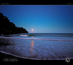 Rising Moon (tomraven) Tags: moon full bluemoon tomraven aravenimage eastcape bay coast water reflections moonshine moonrise moonscape fullmoon risingmoon coastal