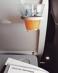 06/03/2018 (carcioneelena) Tags: paris city france trip travel work coming back home view capture orange juice flying airfrance waiting reading numeromagazine margiela article light colours details photography vsco