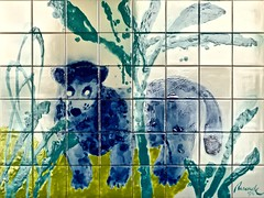 """Section from the wall - covering at """"Zoological Garden Station"""" (Lisbon Subway) - Julio Resende (1917 - 2011) (pedrosimoes7) Tags: julioresende zoologicalgardenundergroundstation lisbon portugal tiles azulejos portuguesetiles azulejosportugueses nationaltilesmuseum xabregas zoological garden stationlisbon subway museu musée museum artgalleryandmuseums awardtree blue"""