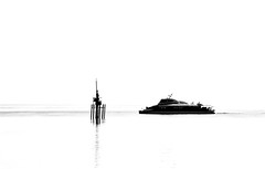 000468 (la_imagen) Tags: bodensee laimagen lakeconstanze lagodiconstanza lagodeconstanza friedrichshafen sw bw blackandwhite siyahbeyaz monochrome silhouette siluet fähre katamaran catamaran see göl lake
