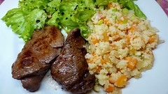 #180418 #almoço #file grelhado #salada #lunch #grilled steak and #salad (i cook my meals daily) Tags: almoço grilled 180418 salad salada file lunch