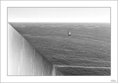 Un futuro cierto (V- strom) Tags: concepto concept flickr premonición premonition agua water blanconegro blackwhite desaturaciónselectiva cutout mar sea texturas textures rosa pink azul blue ¿explore