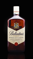 Ballantines (Alvimann) Tags: alvimann ballantines whisky scotland escocia escoces scottish scotch scotchwhisky malt grain maltandgrain malta grano maltaygrano strong fuerte bebe bebida beer beber beverage boose spirit spirits alcohol alcoholic alcoholica alcoholics alimento taste tastes sabor sabores drink drinking montevideouruguay montevideo uruguay bottle botella fotografia producto fotografiadeproducto productphotography product photography photo foto marca marketing brand branding label labels etiqueta etiquetas drop drops gota gotas glass vaso