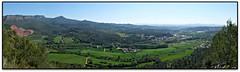 Panoràmica de Bigues des de la Costa Alta (el Vallès Oriental) (Jesús Cano Sánchez) Tags: elsenyordelsbertins fujifilm xq1 catalunya cataluña catalonia barcelonaprovincia cinglesdeberti lavalldeltenes valles vallesoriental biguesiriells bigues senderisme senderismo hiking panoramica panoramic