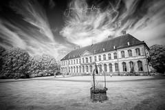 Un château à la campagne (jeje62) Tags: irshoot ir720 campagne canon château digitalinfrared infrared infrared715nm infrarouge pasdecalais