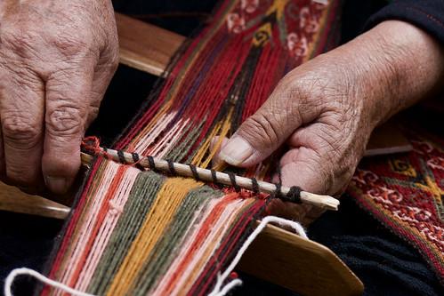 peru-sacred-valley-chinchero-weavers-hands