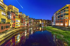 Noche en Gerona... (elpitiuso) Tags: night nightscape nightlandscape gerona cataluña landscape seascape reflejos lights colours luces colores sky