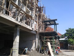 Talungagung Hotel Construction 20171215_092541 LG (CanadaGood) Tags: asia asean seasia indonesia indonesian java javanese eastjava jawatimur tulungagung people person hotel building construction safety canadagood 2017 thisdecade color colour