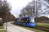Avenio 2808 befährt als 'Klötzchenfahrt' den Abschnitt zum Gondrellplatz. Der mit Styroporteilen ausgestattete Vierteiler erreicht die Ammerseestraße (Frederik Buchleitner) Tags: 2808 avenio klötzchenfahrt messfahrt munich münchen probefahrt siemens strasenbahn streetcar twagen t1 tram trambahn
