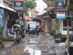Indonesia-Bali Kuta Road 20171130_091827 LG (CanadaGood) Tags: asia seasia asean indonesia bali kuta rain shopping truck vehicle sign canadagood 2017 thisdecade color colour