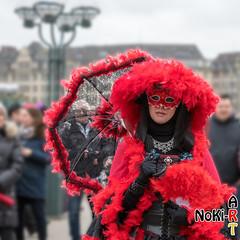Lady in Rot-Schwarz (Norbert Kiel) Tags: frau schirm schwarz rot hamburg maskenzauber masken zauber venedig italien deutschland alster verkleidung kostüme nokiart