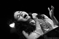 Ana Paula da Silva: vocals, guitar, percussion (jazzfoto.at) Tags: wwwjazzfotoat wwwjazzitat jazzitsalzburg jazzitmusikclubsalzburg jazzitmusikclub jazzfoto jazzphoto markuslackinger anapauladasilva brasiljazz brazilianjazz jazzinsalzburg jazzclubsalzburg jazzkellersalzburg jazzclub jazzit2018 concertphoto concertphotos liveinconcert stagephoto greatjazzvenue greatjazzvenue2018 downbeatgreatjazzvenue salzburg salisburgo salzbourg salzburgo austria autriche blitzlos ohneblitz noflash withoutflash música concert konzert concerto concierto sony sw bw schwarzweiss blackandwhite blackwhite noirblanc bianconero biancoenero blancoynegro zwartwit pretoebranco sonyalpha sonyalpha77ii alpha77ii sonya77m2 portrait retrato portret