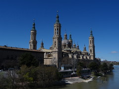 Catedral-Basílica de Nuestra Señora del Pilar Zaragoza (Kvnivek) Tags: españa spain aragon zaragoza church cathedral towers blue sky domes river