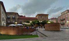 2017-07-01_22-20-46 (LuJaHu) Tags: gijón panorámica gijon asturias españa spain plaza edificio edificios arquitectura arbol leecolemax2