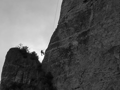 P5069583-2 (Ash.Ley.) Tags: falaise rappel escalade climbing grimpeur gorges jonte rocher corde