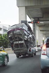 overloaded (the foreign photographer - ฝรั่งถ่) Tags: overloaded truck vibhavadi rangsit highway bangkok thailand nikon d3200