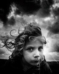 Quand le père regarde, le fils est sage. (erictrehet) Tags: enfance enfant fils noir nikon nikkor 24mm bretagne blanc black visage calme campagne ciel champ cloud fx extérieur white monochrome eyes