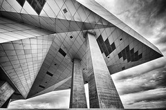 L'empire contre attaque (Alexandre DAGAN) Tags: muséedesconfluences lyon rhonealpes france musée museum noir blanc black white noiretblanc noirblanc blacknwhite blackandwhite blackwhite monochrome monochrom architecture pentax pentaxk5 k5 sigma 1020mm ciel sky cielo nuages clouds voyage travel balade walk ville city