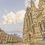 York Minster and statue. thumbnail