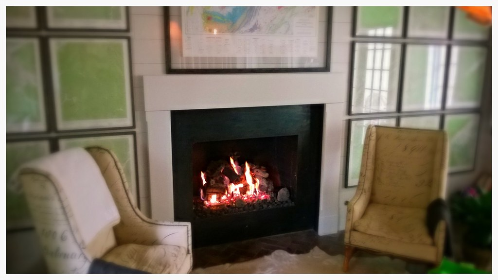 Peterson Gas Logs. Indoor Fireplace. Chattanooga, Tn