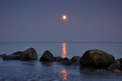 In The Moonlight (Dietrich Bojko Photographie) Tags: seascape reflection nature night d50 germany landscape deutschland bravo webinteger quality interestingness1 balticsea nikond50 bluehour schleswigholstein cokinp121 nikkor1855mm gnd8 abigfave