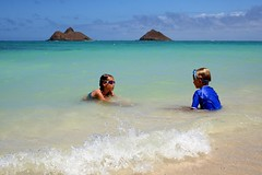 talking story (lucy96734) Tags: b children hawaii oahu z lanikaibeach abigfave siblingtalk experience11