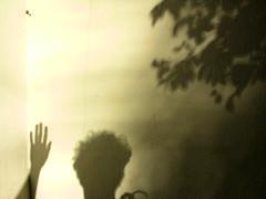 cabelos de acordar... (zenog) Tags: folhas sol me paraty weekend eu moi io flip sombras ik wavingtoyou cheveuxdereveiller 1prego 1nail