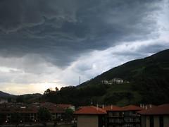 Ekaitza datorrela (Orreaga) Tags: sky storm clouds cloudy cielo nubes tormenta nublado anoeta zerua lainoak zeru hodeiak ekaitz hodei laino ekaitza lainotuta