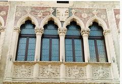 Quadrifora in Corso Padova (sangiopanza2000) Tags: italy window architecture italia finestra architettura vicenza veneto sangiopanza fotoincatenate quadrifora