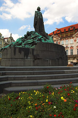 The Jan Hus Memorial (John the Monkey) Tags: prague praha czechrepublic oldtown eskrepublika starometske starometskenamesti